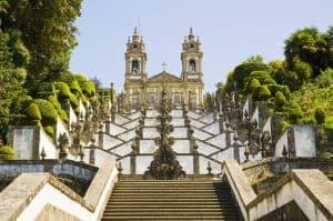 Aan de Costa Verde vinden jullie vele bezienswaardigeheden zoals de Bom Jesus do Monte basilicum in Braga 300x199 Aanbieding vliegvakantie Portugal: 8 dagen 4 **** hotel aan het strand voor 189 Euro p.p. (Beste Deal Garantie)