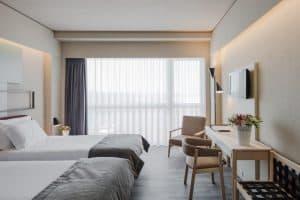De kamers van het 4 sterren Axis Ofer Beach Resort zijn ruim en comfortabel 300x200 Aanbieding vliegvakantie Portugal: 8 dagen 4 **** hotel aan het strand voor 176 Euro p.p. (Beste Deal Garantie)