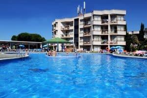 Het 3 sterren appartementencomplex Alegria Bolero Park beschikt over een groot zwembad met jacuzzi 300x200 Last minute naar Lloret de Mar? Nu maar € 203,  pp vertrek in September