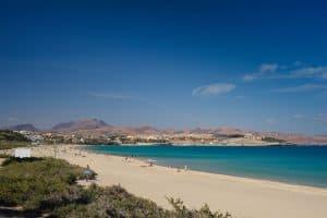 Het mooie en rustige zandstrand van Costa Calma is ideaal voor een familievakantie 300x200 Familie zomervakantiedeal 7 dagen all inclusive Fuerteventura voor € 2376.  (totaalprijs voor 2 volwassenen en 2 kinderen)