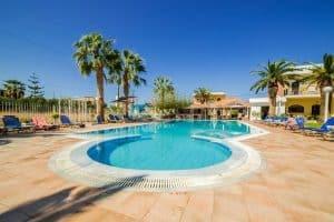 Het zwembad van het Triton Garden Hotel 300x200 Vroegboekkorting All inclusive vakantie Kreta 8 dagen 3 *** hotel voor maar € 284,  p.p. (vertrek in mei 2020)
