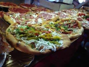 Voor een heelrijke pizza in Rome kunnen we jullie Pizza Sandwich da Pasquale gelegen vlakbij Vaticaanstad zeker aanbevelen 300x225 Boek nu je Citytrip Rome met vlucht en hotel vanaf € 118,  (logies + ontbijt)