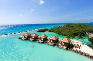 aanbiedingen vliegvakanties Aruba 5 sterren hotels aan zee 300x197 Aanbiedingen vliegvakanties Antillen, nu 9 dagen naar Bonaire of Aruba vanaf 599 Euro