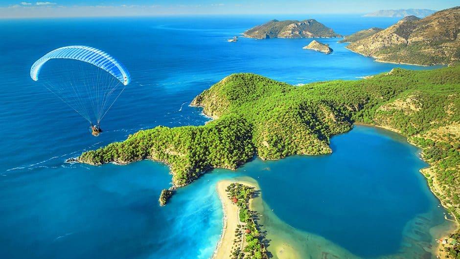 de mooiste stranden en baaien van Turkije Oludeniz 940x530 Reis inspiratie film, ontdek schitterend Ölüdeniz, Fethiye, Turkije per drone
