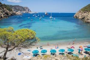 reis tips Ibiza de mooiste stranden 300x200 Reis inspiratie film, ontdek Ibiza per drone