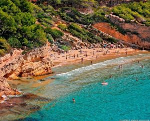 vliegvakantie aanbiedingen Spanje herfstvakantie 2019 300x243 Mei vakantie aanbieding, 7 daagse vliegvakantie Spanje, Salou, vanaf € 143.